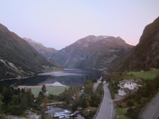 Hotel Union Geiranger: Sunrise over Geirangerfjord from Room 524