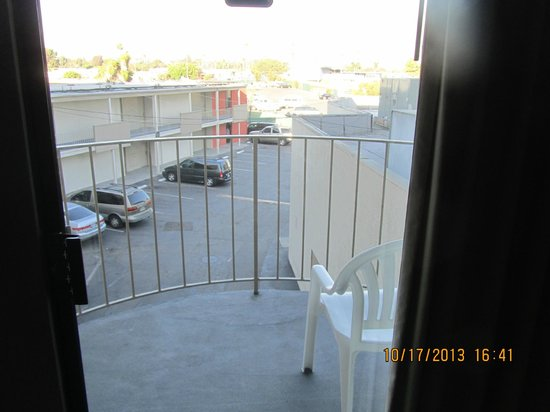 BEST WESTERN Golden Sails Hotel : Balcony.  My Sister had the room next door her view was a wall in front of  the AC units