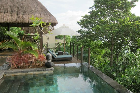 Shangri-La's Boracay Resort & Spa: loft villa has its own private infinity pool / worth the upgrade to these rooms!