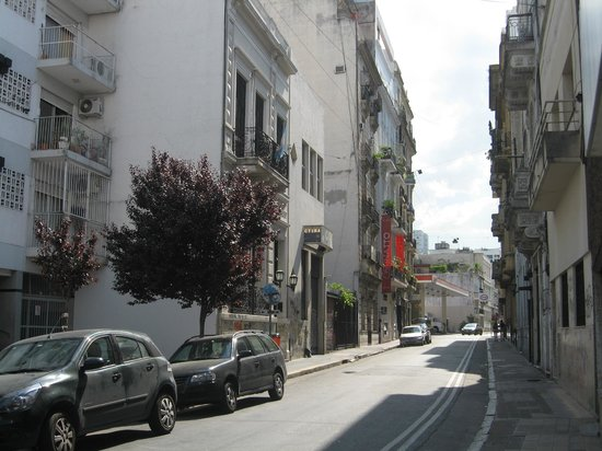 Ostinatto Hostel : Hostel's street