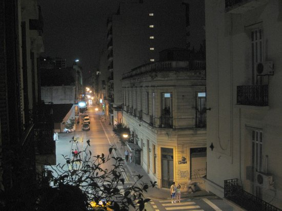 Ostinatto Hostel: Night
