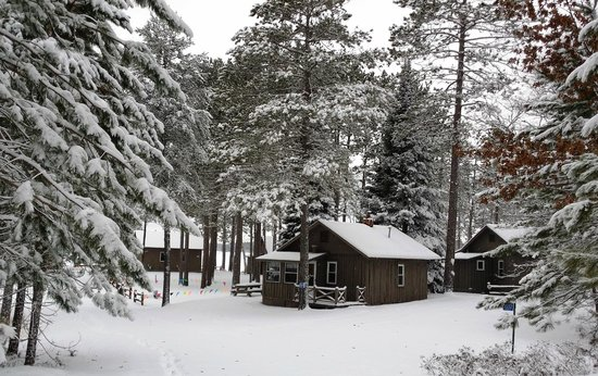 Cedaroma Lodge: Winter is as pretty as any of the seasons