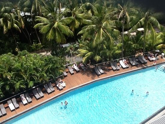 Reef View Hotel: huge pool and surrounds
