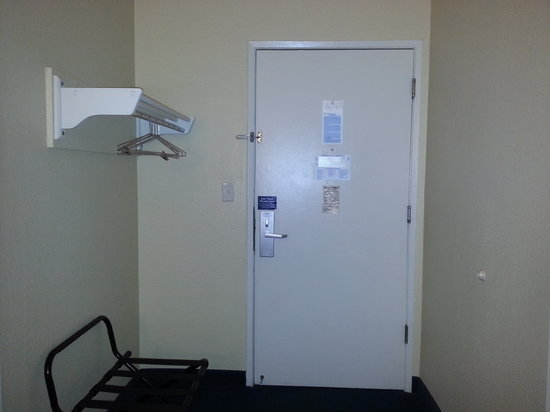 Americas Best Value Inn - Lincoln Airport: Guest Room Entrance