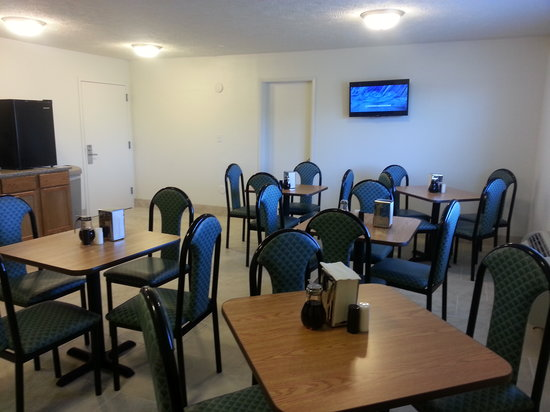 Americas Best Value Inn - Lincoln Airport : Breakfast Area 02