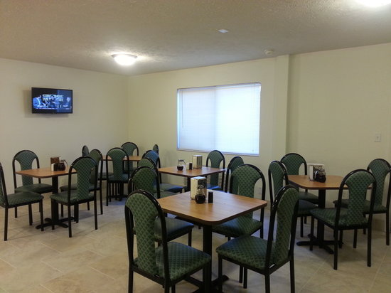 Americas Best Value Inn - Lincoln Airport : Breakfast Area 04