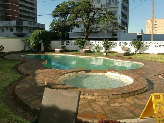 Rainbow Hotel Mocambique: Swimming pool area