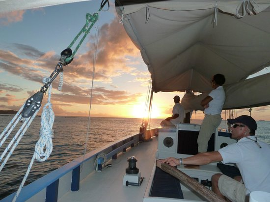 Jus' Sail : crew and sunset on jus sail