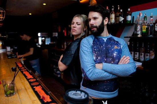 Una Mas Bar: Una mas, por favor!