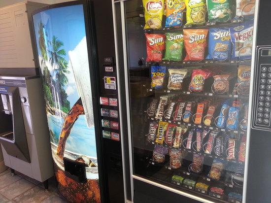 Americas Best Value Inn - Lincoln Airport: Vending Area