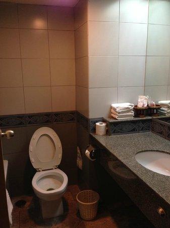 Bangkok City Inn: Bath room is clean