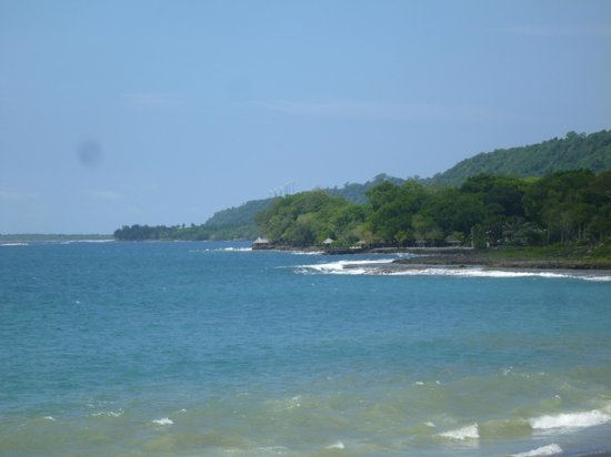 Island Magic Resort: View of Island Magic from Mele Beach
