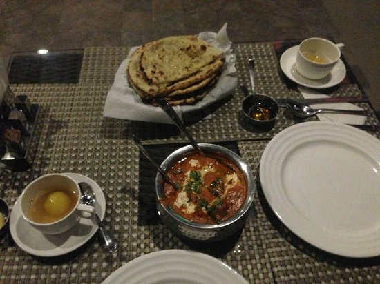 Hotel City Star: The best Garlic Naan in India