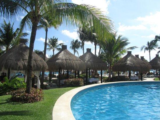 Mayan Palace Riviera Maya : tropical poolside