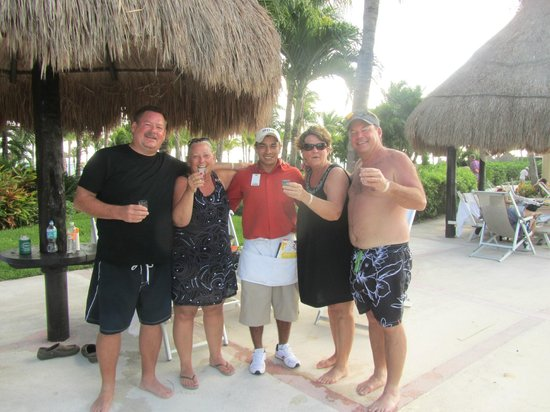 Mayan Palace Riviera Maya : Angell is the best pool server!