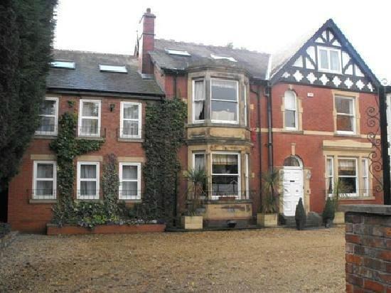 The Sandhurst : Hotel Front