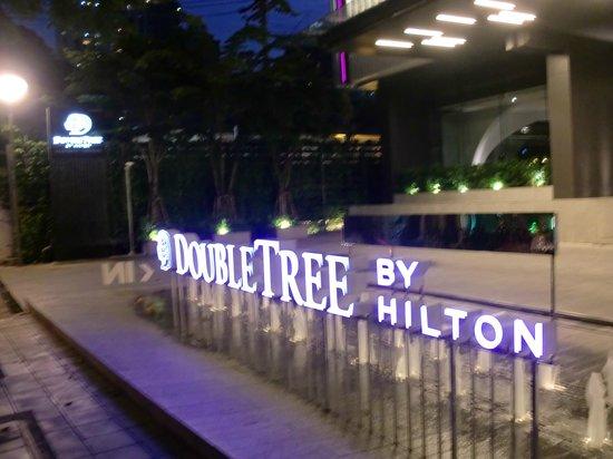 DoubleTree by Hilton Sukhumvit Bangkok: ソイ26からすぐです。