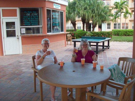 Island Seas Resort : Coconuts bar