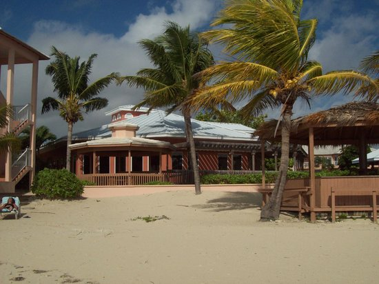 Island Seas Resort : View of Seagrille restaurant from beach
