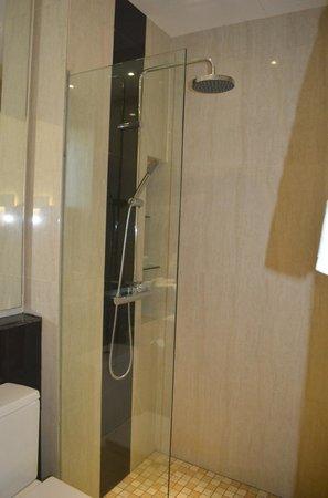 7 Days Premium: Bathroom 2 - Standing Shower