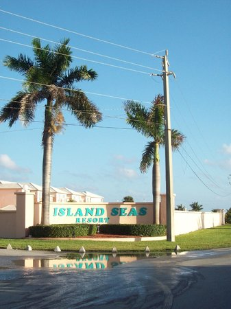 Island Seas Resort : Main entrance
