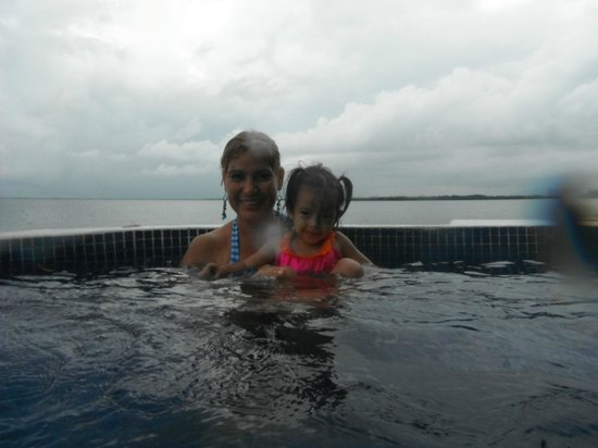 Sunset Marina Resort & Yacht Club : jacuzi junto a laguna