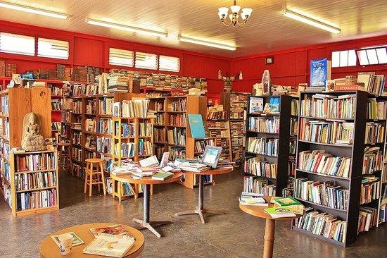 Talk Story Bookstore : Bookstore Inside