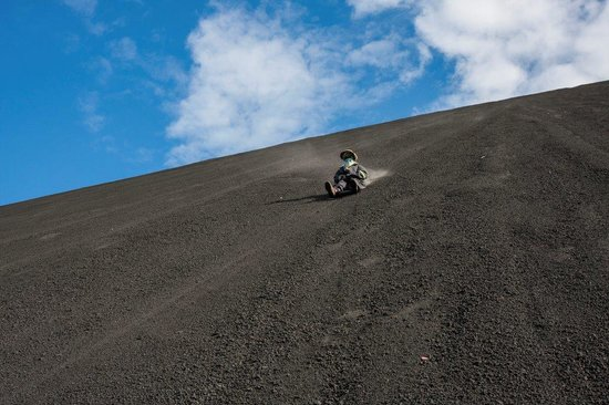 Cerro Negro Volcano: Sliding down