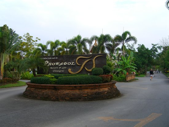 Phowadol Resort and Spa: front sign