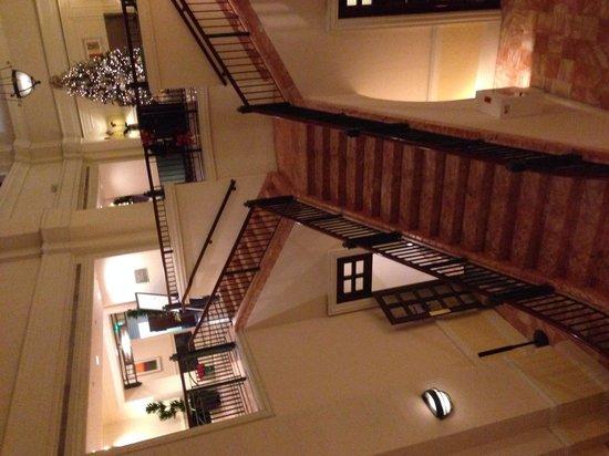 Hotel Colonnade Coral Gables, a Tribute Portfolio Hotel: Grand Staircase