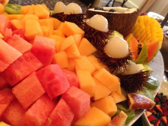 Hotel Colonnade Coral Gables, a Tribute Portfolio Hotel: Fresh Fruit at meeting