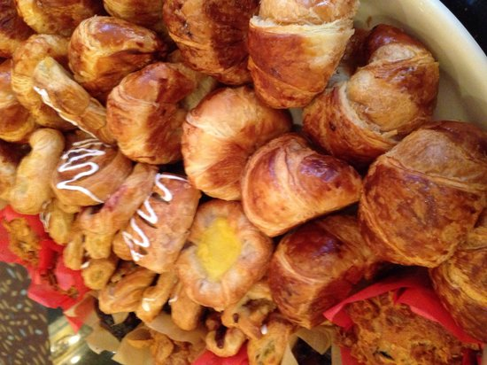 Hotel Colonnade Coral Gables, a Tribute Portfolio Hotel: Fresh Pastry at meeting