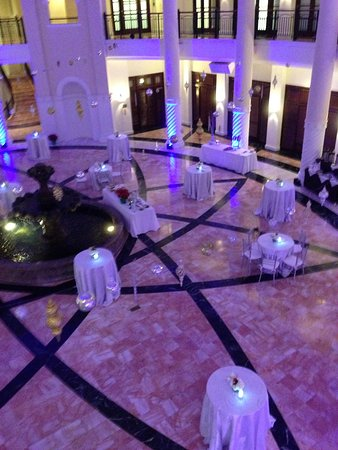 Hotel Colonnade Coral Gables, a Tribute Portfolio Hotel: Rotunda being set up for private event