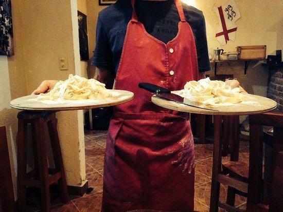 Isola Sarda: Donde te cortan la pasta fresca en la Mesa !! Fresh pasta cut right in the table !!!