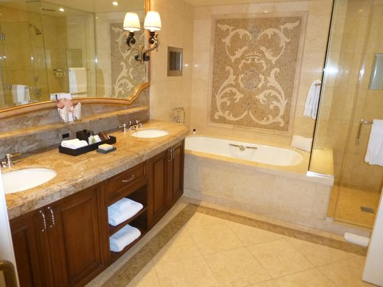 Montage Beverly Hills : Bathroom Suite 514
