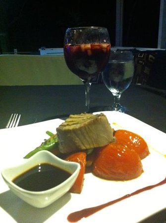 Z Gastro Bar: fresh tuna and sangria