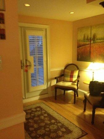 Carpe Diem Guesthouse & Spa: Entry into our suite.