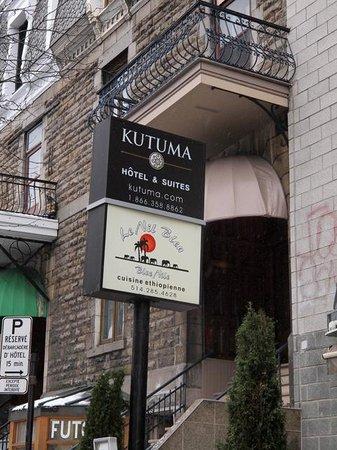 Hotel Kutuma: Sign outside hotel