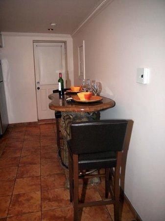 Hotel Kutuma: Kitchen, Room 401