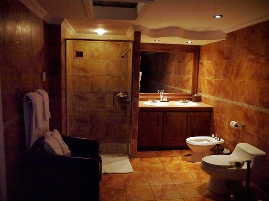 Hotel Kutuma : Bathroom, Room 401