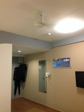 ceiling fan hat. Red Planet Hat Yai: Spacious Room With 3-speed Ceiling Fan. Fan