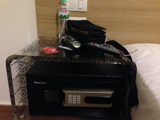 Red Planet Hat Yai: In-room safe (unconcealed)