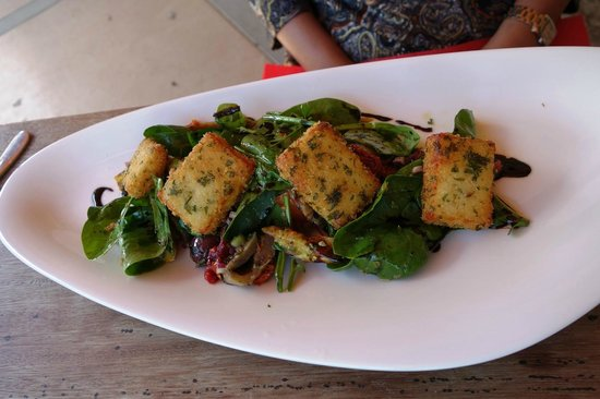 The Shed at Northburn Station: Haloumi salad