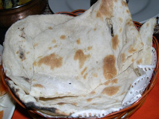 Live India Indian Restaurant : プレーンナン