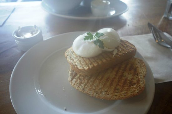 Sandfly Cafe: Poached eggs and toast
