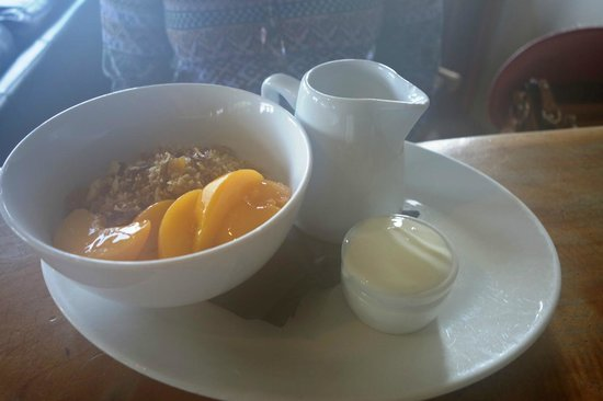 Sandfly Cafe: toasted cereal with peaches