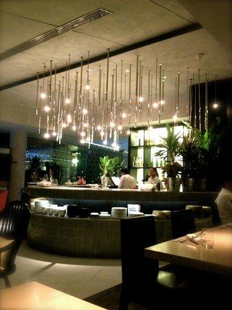 LiT BANGKOK Hotel: restaurant
