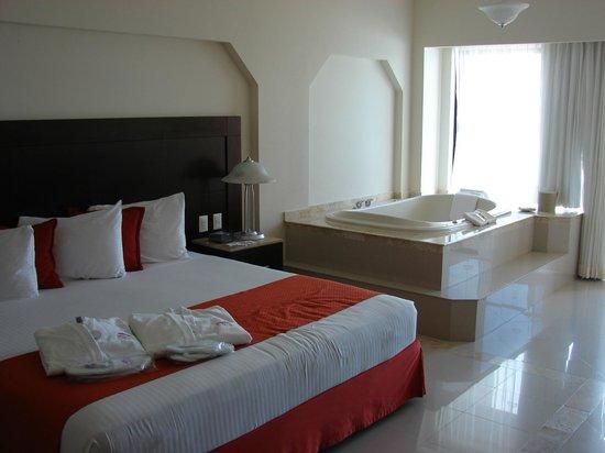 Crown Paradise Club Cancun : Club Room