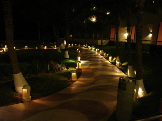 Crown Paradise Club Cancun : Grounds at night.