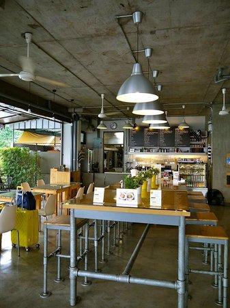 The Warehouse Bangkok: Forklift Restaurant